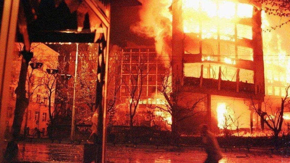 Bombardeo en Serbia.