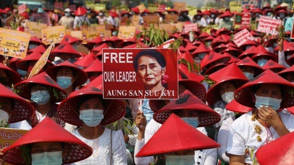 Aksi protes di Mandalay