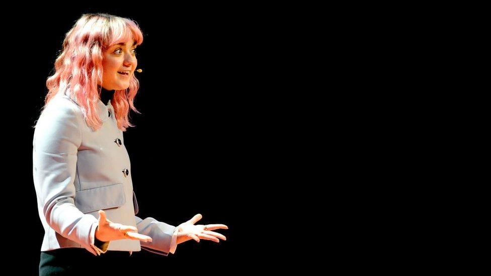 Maisie Williams en una charla TED