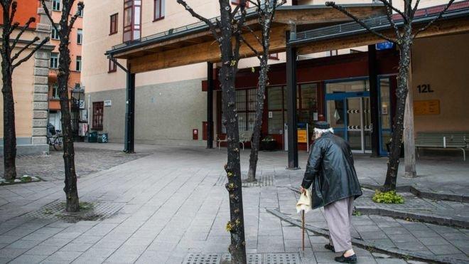 اعترف رئيس الوزراء السويدي بأن البلاد لم تفعل ما يكفي لحماية المسنين