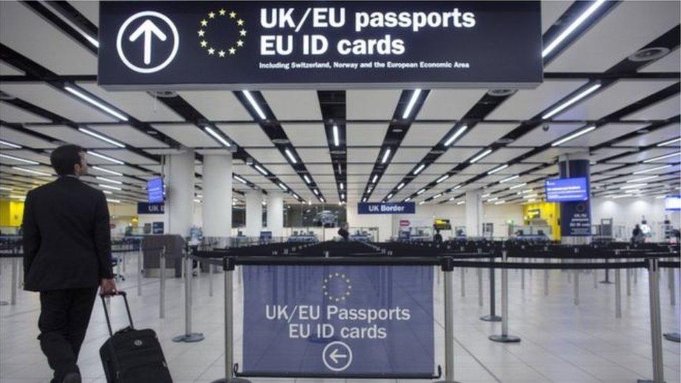 مطار في بريطانيا