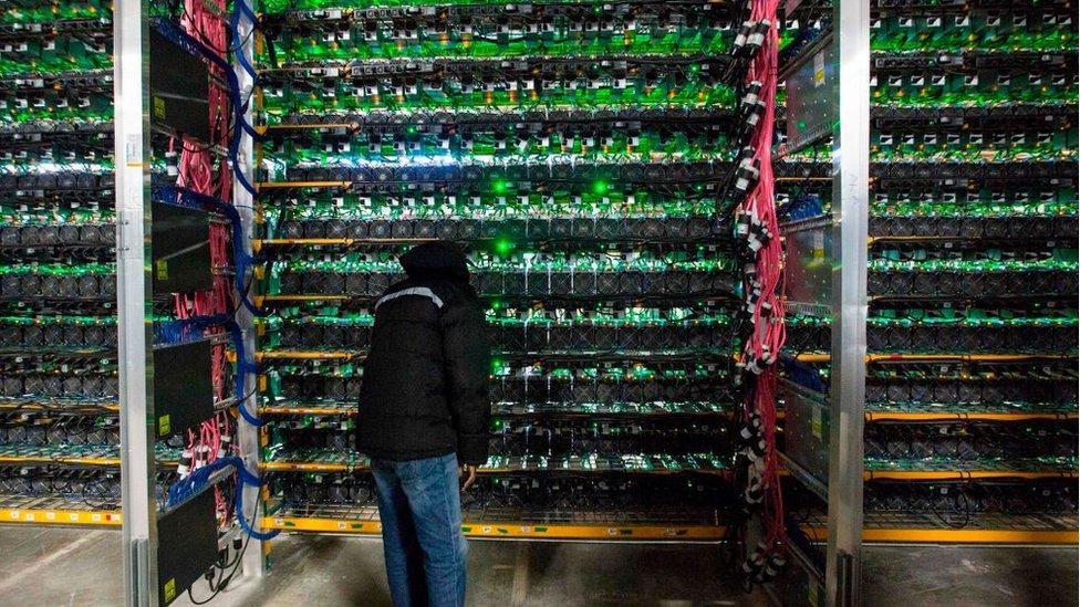 Minero frente a computadores de alta potencia.