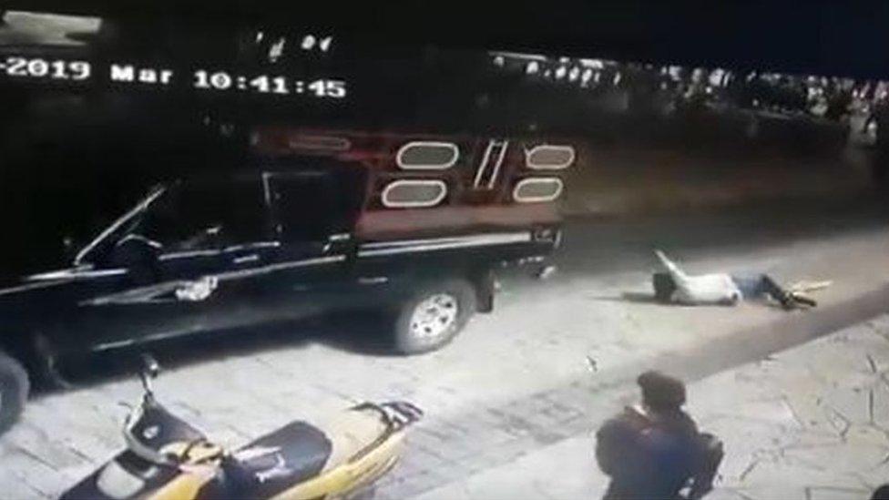 У Мексиці мешканці прив'язали мера до машини та протягли по вулицях