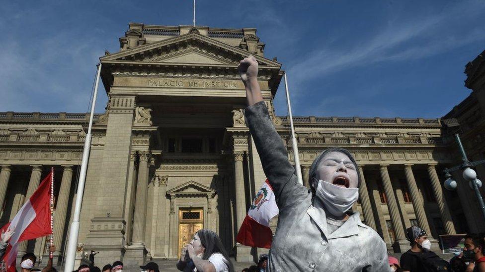 Manifestación contra el gobierno de Merino.
