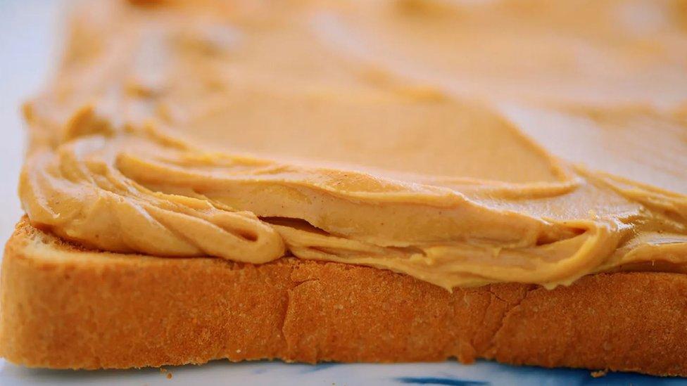 Da li bi puter od kikirikija mogao da bude bolji u smutiju nego namazan na hleb?