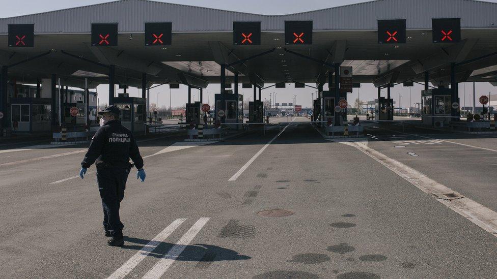 Policajac na graničnom prelazu