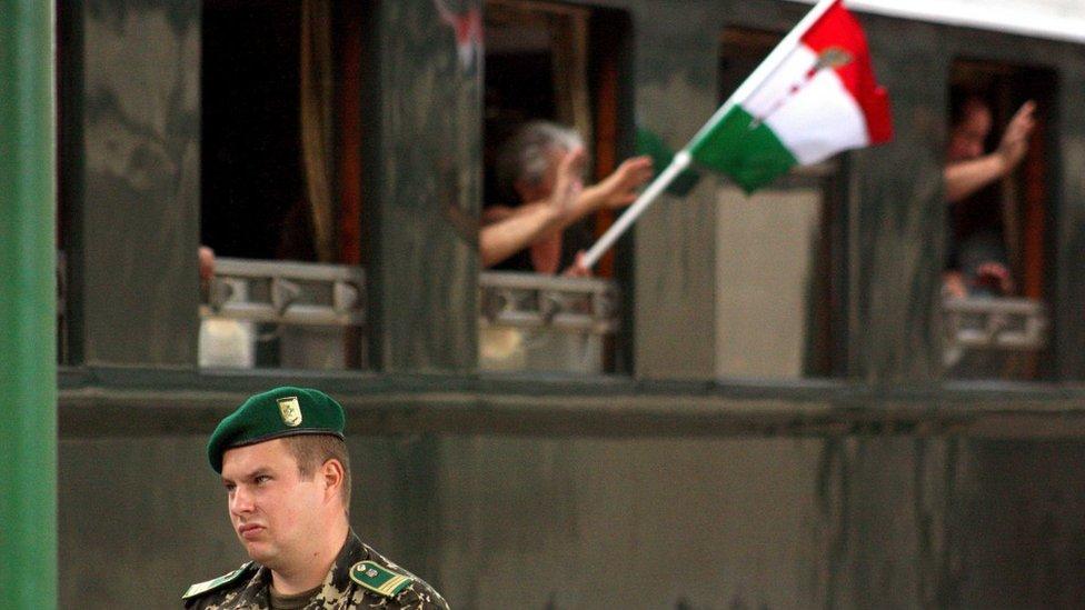 За кордон - і назад: як живуть на Закарпатті українці з угорськими паспортами