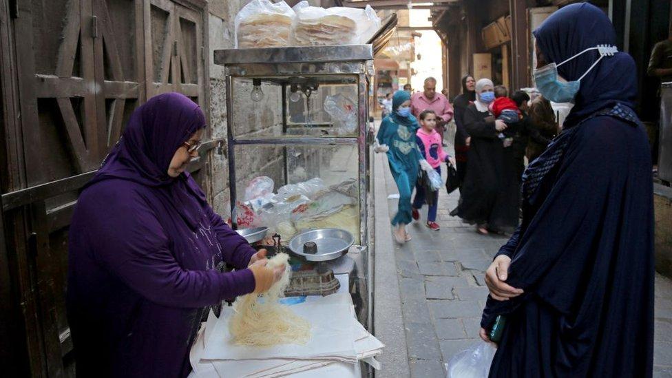 بائعة في حارة مصرية