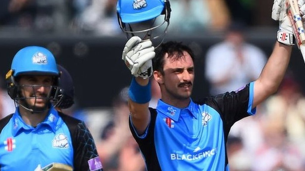 One-Day Cup: Daryl Mitchell & Hamish Rutherford hit tons as Pears hammer Lancashire