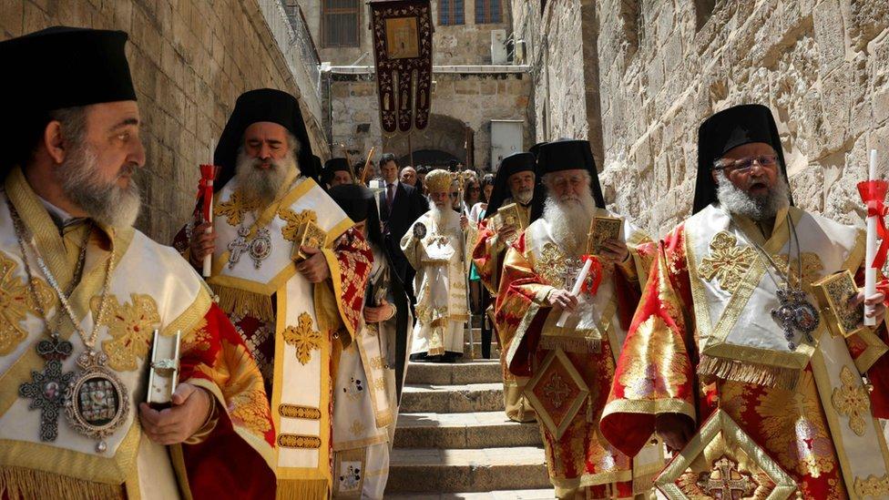 Partijarh jerusalimski Teofil III vodio je tradicionalnu uskršnju procesiju ka Crkvi Svetog groba u Jerusalimu
