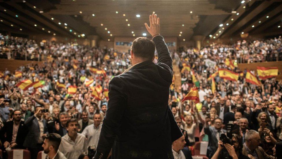 Вибори в Іспанії: перемагають соціалісти, до парламенту проходять ультраправі