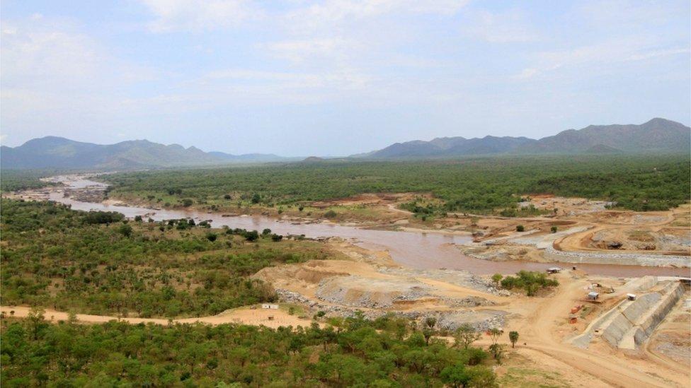 مياه النيل الازرق، المصدر الرئيسي لمياه نهر النيل، تتدفق إلى سد النهضة