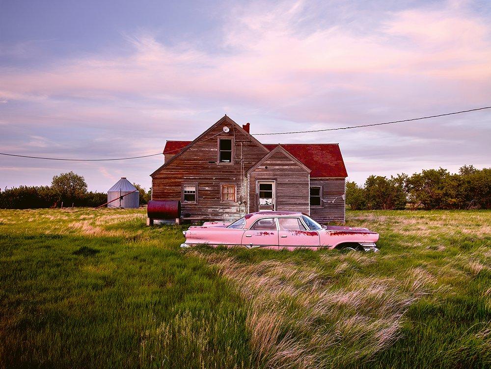 Mobil mangkrak merah jambu