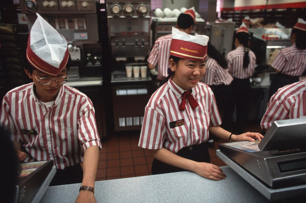 Prvi Mekdonalds u Kini otvoren je u Šenzenu 1990. godine