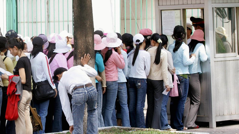 Women queue up outside the South Korean consulate for visa formalities in Ho Chi Minh city, on 15 March 2007