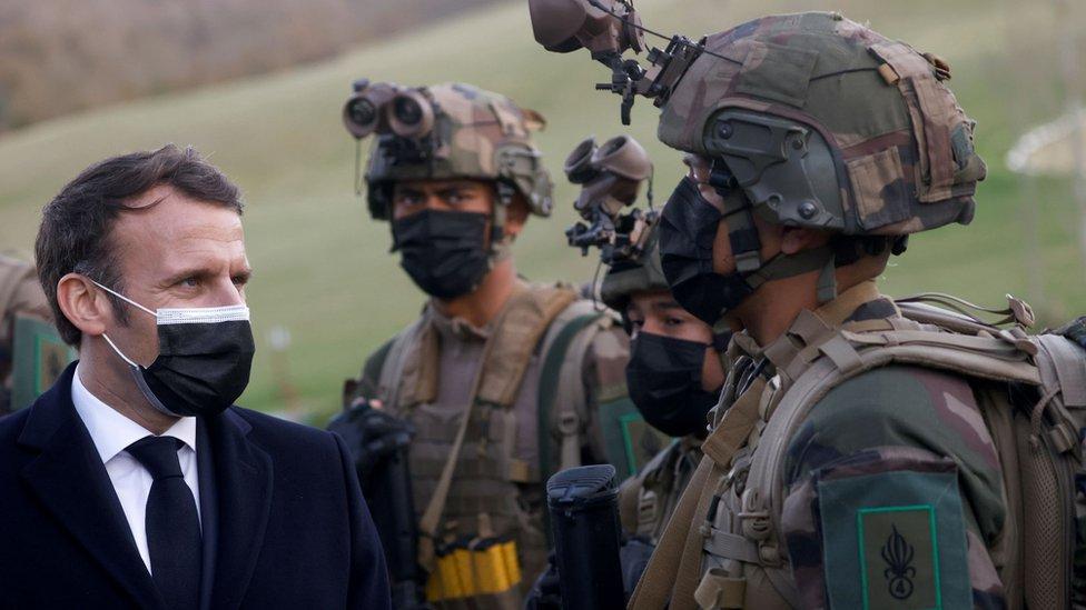 Ислам во Франции: анонимные военные предрекают гражданскую войну из-за попустительства исламизму