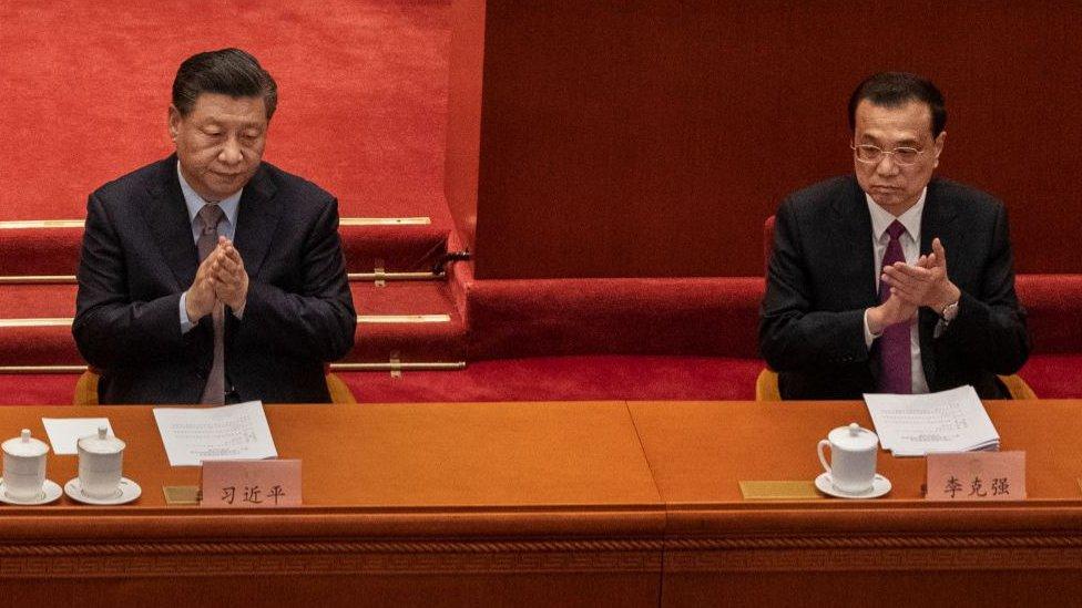 3月5日上午,李克強(右)做政府工作報告。