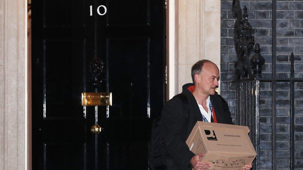 Dominic Cummings saliendo de la sede del gobierno en el No. 10 de Downing Street.