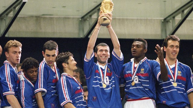 France lift World Cup