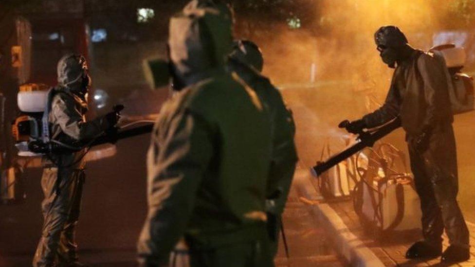 جيش بيلاروسيا يساعد في تطهير الشوارع
