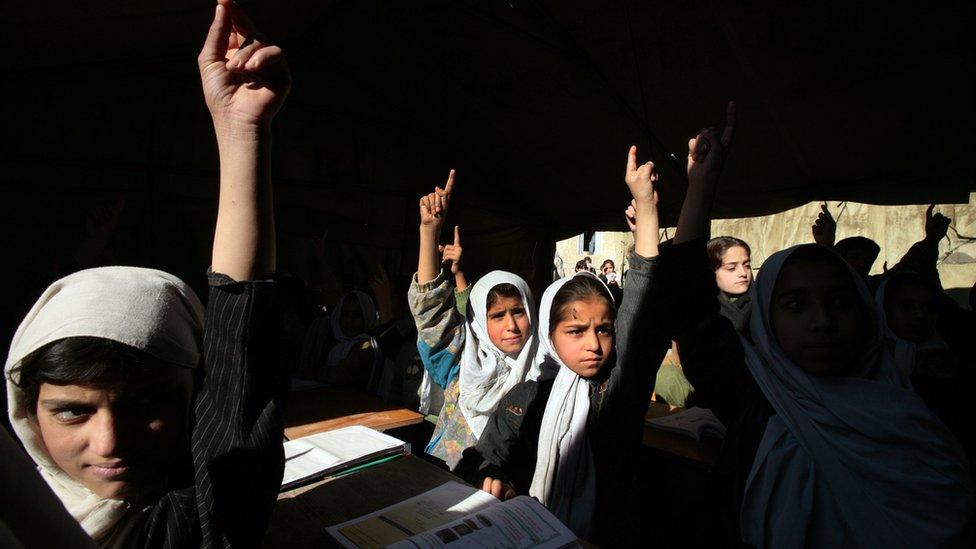 Taliban'ın kontrolü ele geçirmesi öncesi kız çocuklar da okula gidiyordu