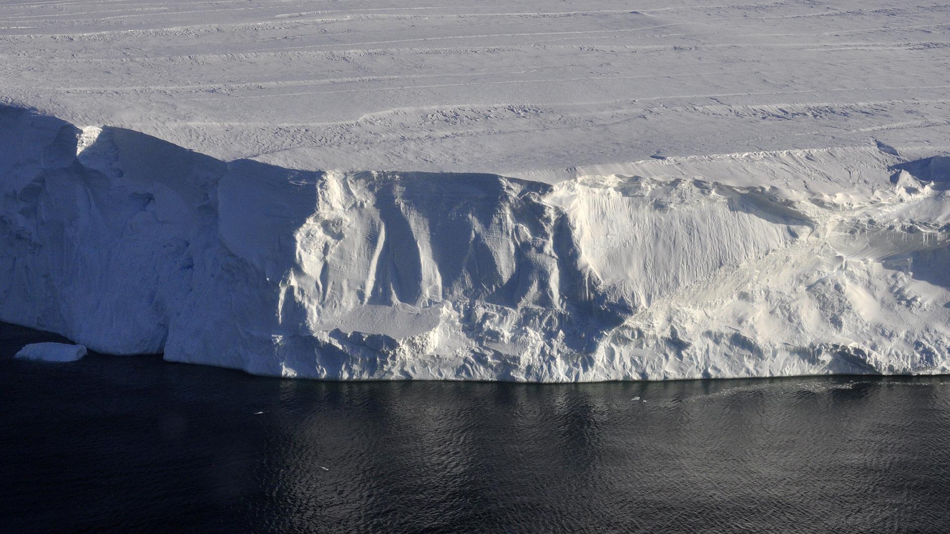 Cliffs of ice