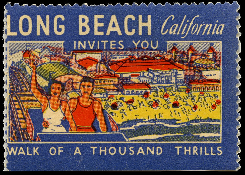 Estampilla promocionando a California con montaña rusa en primer plano
