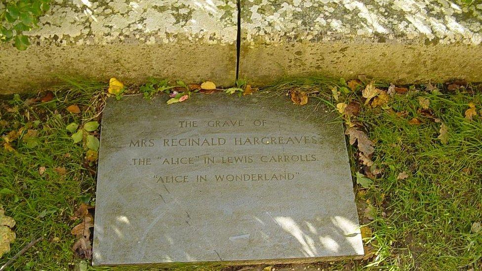 Tumba de Alice Liddell.