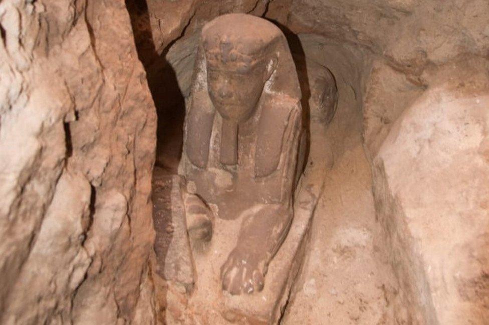تمثال أبي الهول المكتشف مصنوع من الحجر الرملي