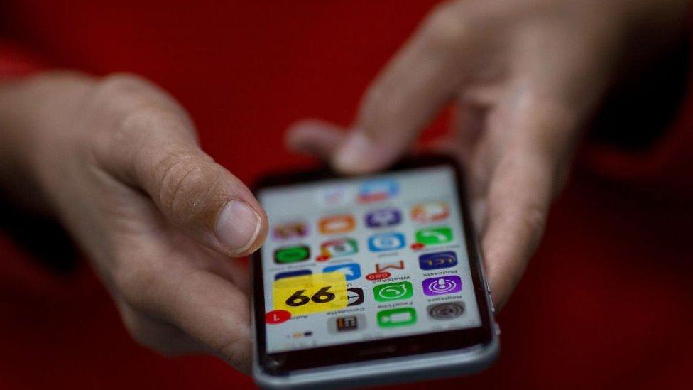 Aplicación 99 en un teléfono móvil