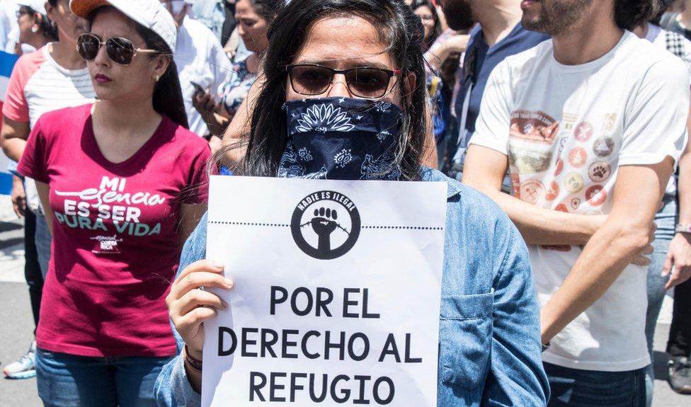 Mujer en marcha de Costa Rica.