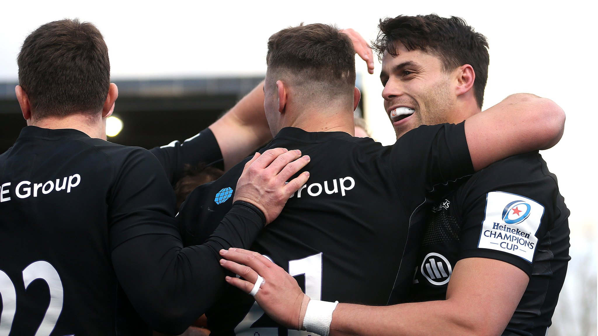 Saracens thump Blues to extend winning run