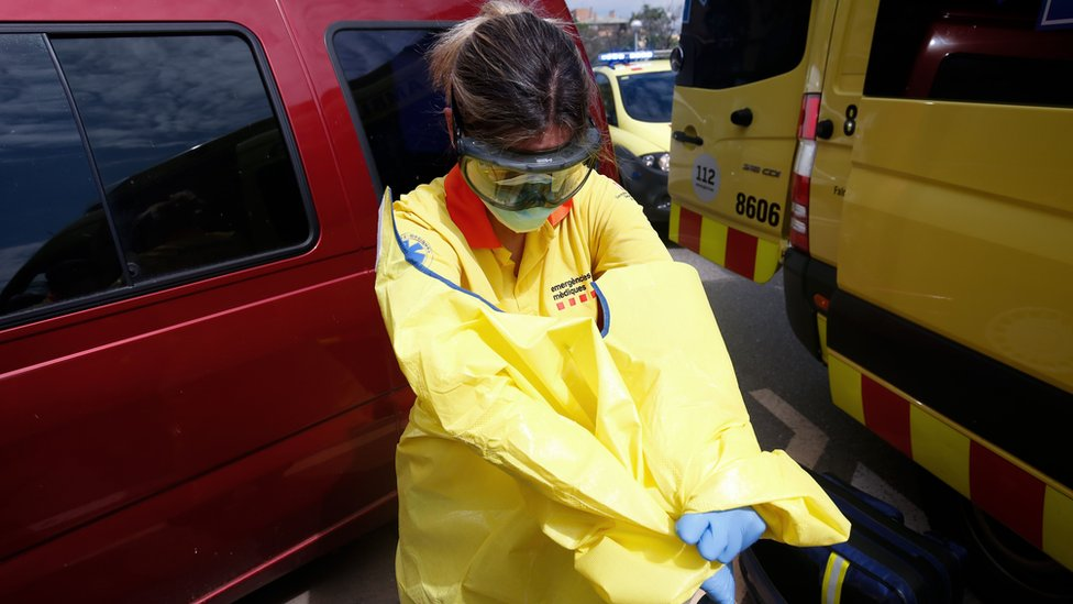 A healthcare worker of the Emergency Medical Services of Catalonia (SEM) on 24 April 2020 in Sabadell
