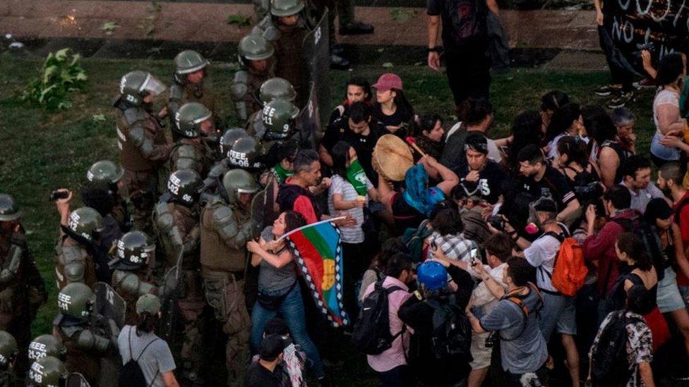 Enfrentamientos con la policía