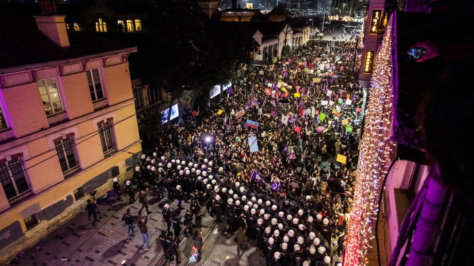 Güvenlik güçleri, bu yıl İstiklal Caddesi'ndeki 8 Mart Kadınlar Günü protestosuna müdahale etti