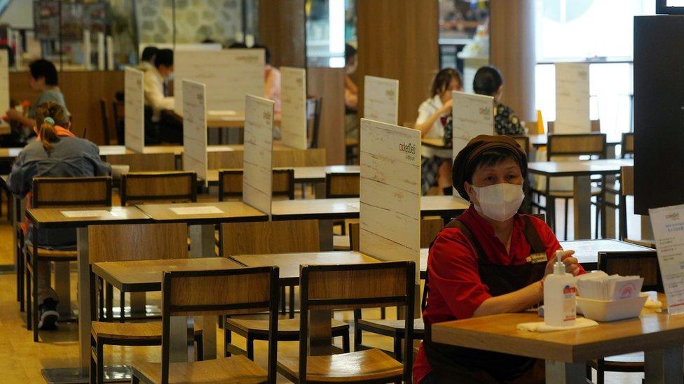 受疫情影響,香港最新失業率上升到6.2%,是近年最高。