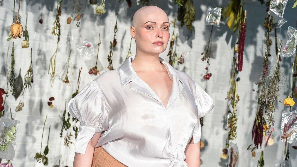 Без хутра, але з роботами: як пройшов тиждень моди в Лондоні