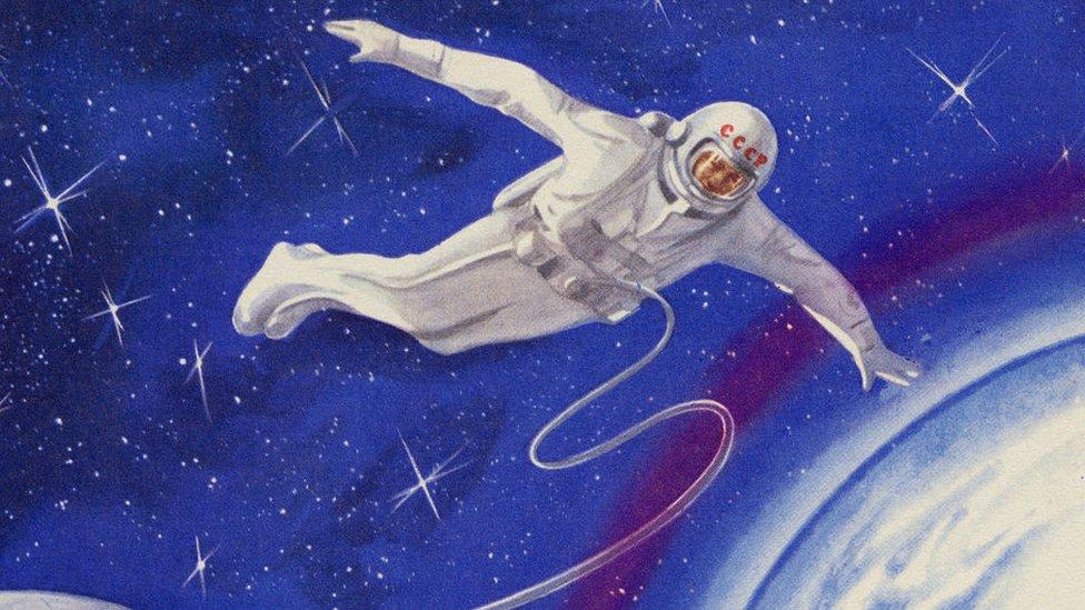 Un ejemplo de la primera caminata espacial rusa