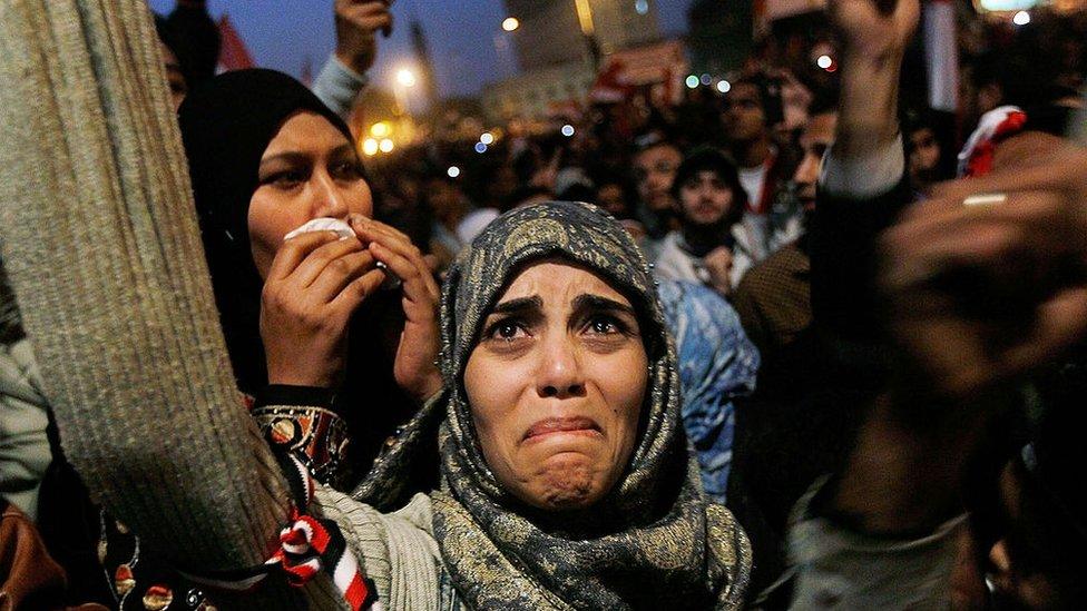 Kahire'de binlerce kişi Mısır Devlet Başkanı Hüsnü Mübarek'in 11 Şubat 2011'de devrilmesinin ardından kutlamalara katıldı.