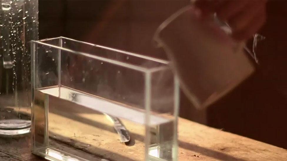 Recipiente de vidrio con agua
