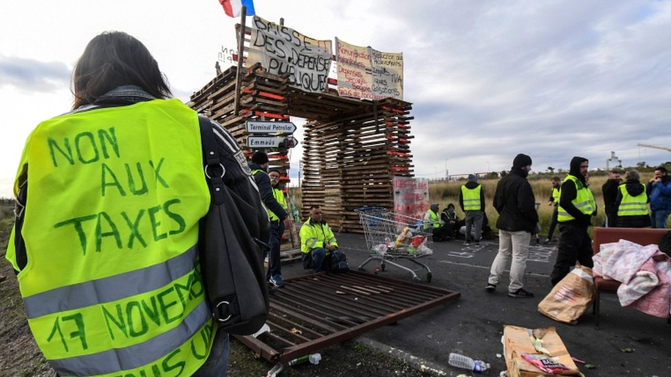 France fuel protests: Who are the 'gilets jaunes' (yellow ...