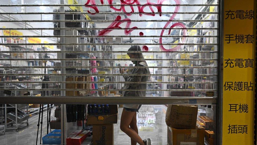 多家店鋪受示威影響要間歇性停業。