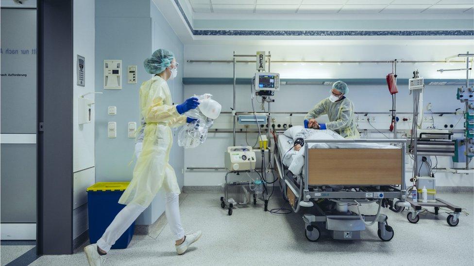 Médicos em hospital