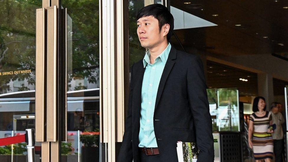 范國瀚步出新加坡高等法庭大樓(20/3/2019)