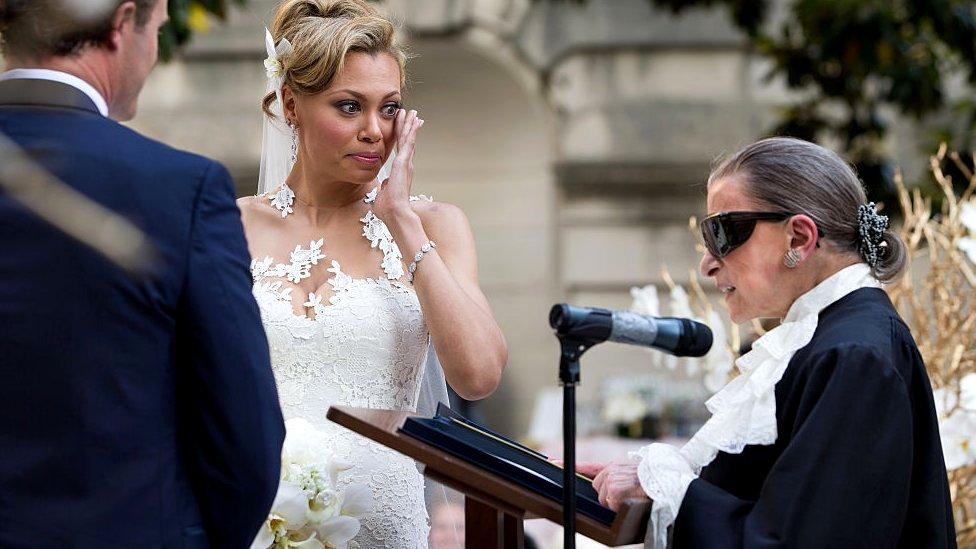 Ginsburg, una amante de la opera, ofició la boda de la soprano estadounidense Alyson Cambridge en 2015.