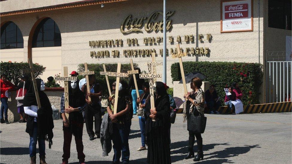 Protesta ante planta de Coca-Cola en San Cirstóbal