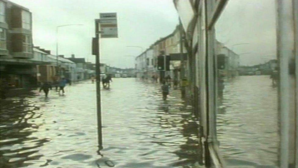 Llifogydd yn Nhreganna, Caerdydd yn 1979, cyn i forglawdd y Bae gael ei adeiladu