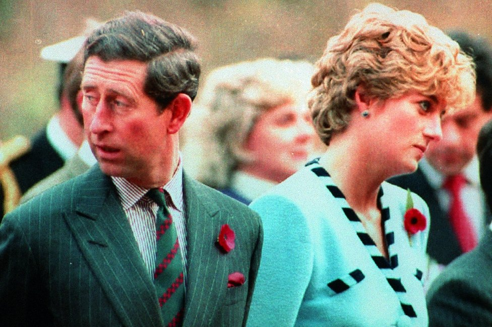 Princ Čarls i Princeza Dajana u memorijalnom centru u Glosteru