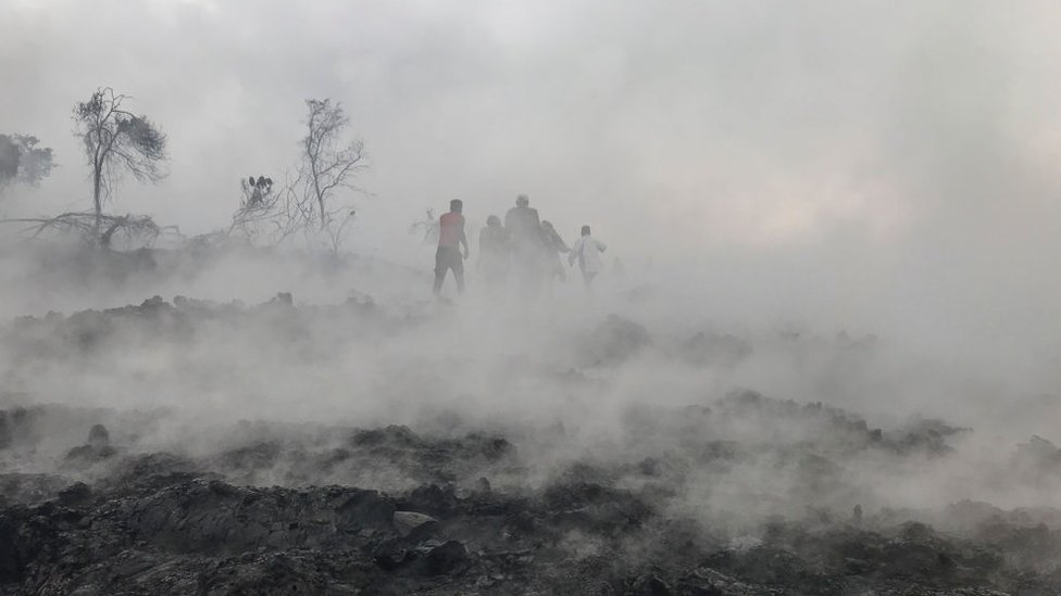Residentes en zona devastada por la lava