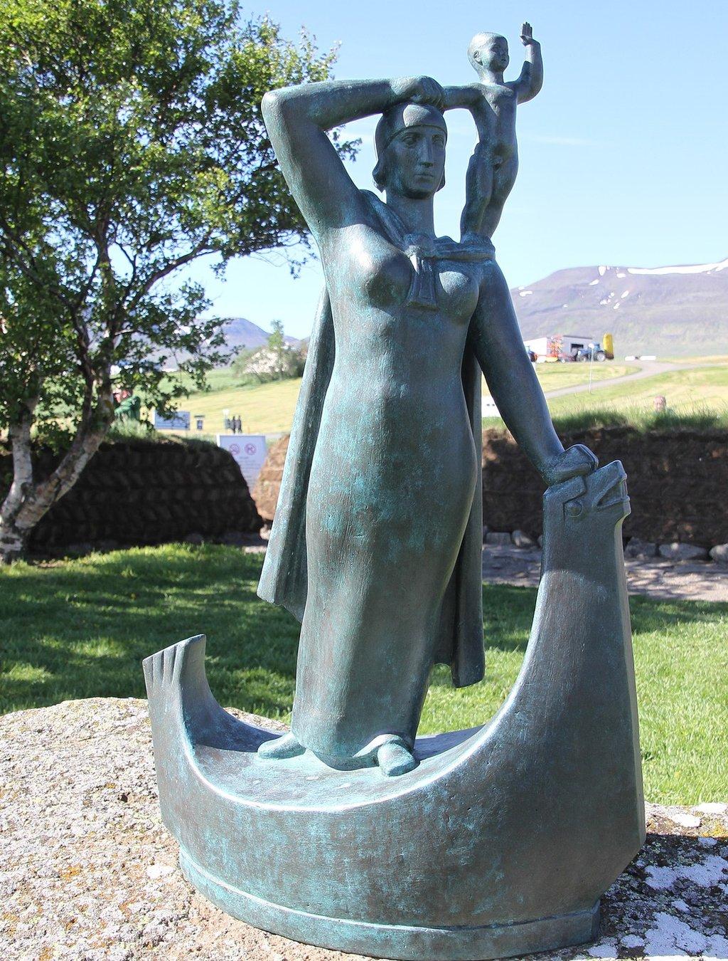 Estatua de Gudrid Thorbjarnardóttir